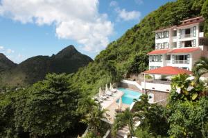 Photo: Queen's Garden Resort