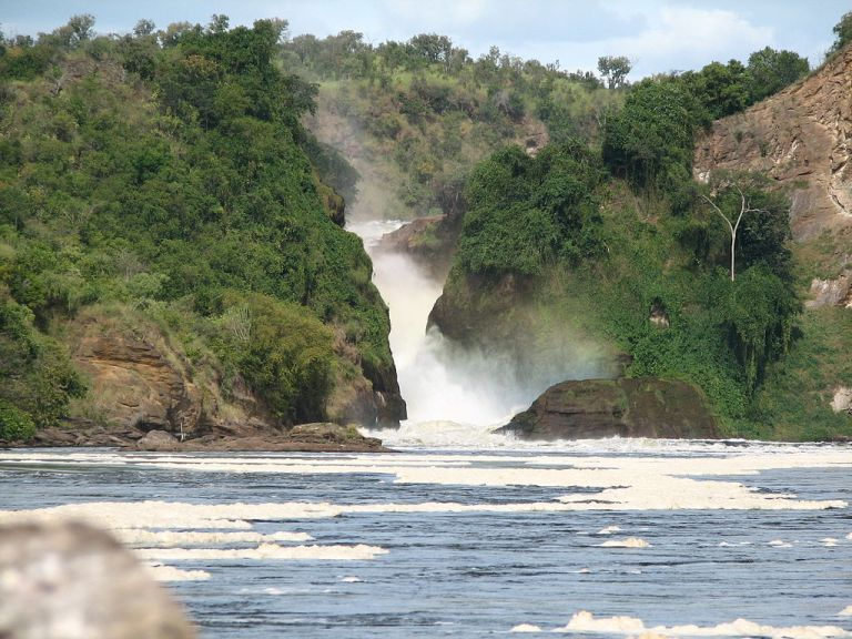 Photo: sarahemcc (Murchison Falls) [CC-BY-2.0 (http://creativecommons.org/licenses/by/2.0)], via Wikimedia Commons