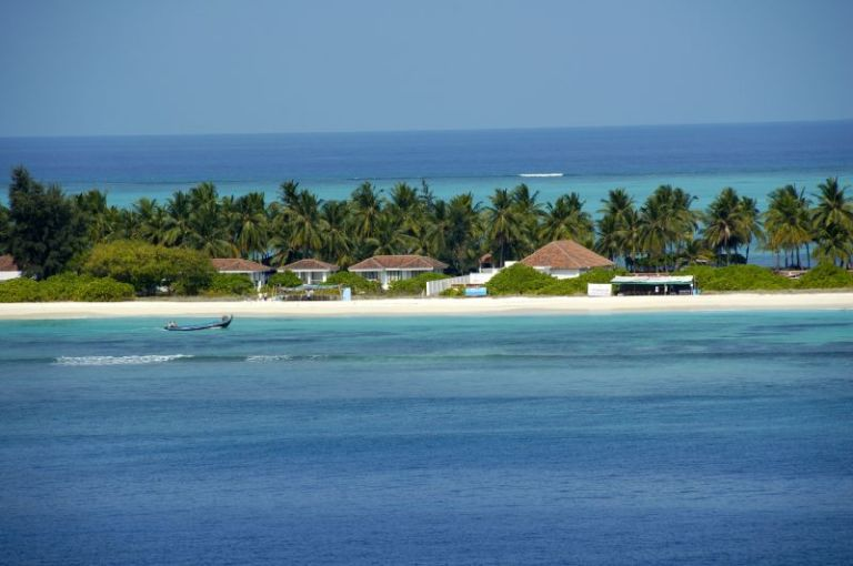 Photo: Manvendra Bhangui from Chennai, India (Kadmat Island  Uploaded by Ekabhishek) [CC-BY-SA-2.0 (http://creativecommons.org/licenses/by-sa/2.0)], via Wikimedia Commons