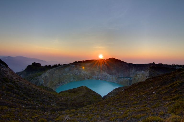 Photo: Michael Day (Kelimutu Sunrise  Uploaded by russavia) [CC BY 2.0 (http://creativecommons.org/licenses/by/2.0)], via Wikimedia Commons