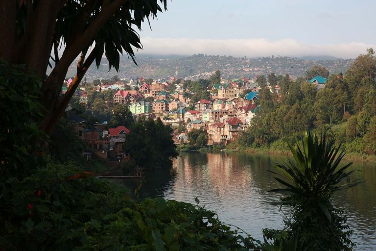 Photo: Photo MONUSCO / Abel Kavanagh (Flickr: Dawn on lake Kivu) [CC BY-SA 2.0 (http://creativecommons.org/licenses/by-sa/2.0)], via Wikimedia Commons