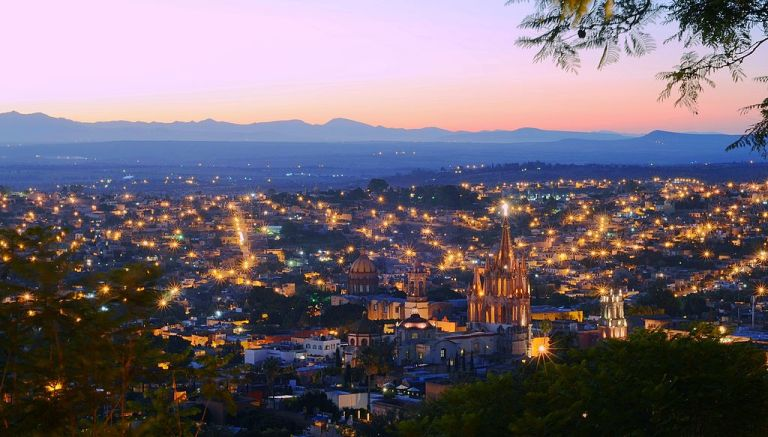 Photo: Justin Vidamo (Flickr: San Miguel de Allende at Sunset) [CC BY 2.0 (http://creativecommons.org/licenses/by/2.0)], via Wikimedia Commons