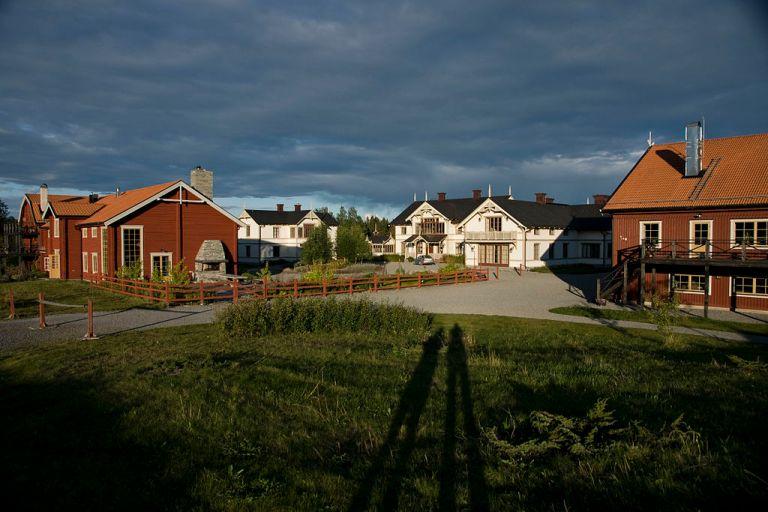 Photo: Patrik Neckman (Flickr: Fäviken i solnedgång) [CC BY-SA 2.0 (http://creativecommons.org/licenses/by-sa/2.0)], via Wikimedia Commons