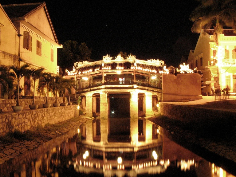 Photo: rapidacid (Flickr: Hoi An, Vietnam) [CC BY 2.0 (http://creativecommons.org/licenses/by/2.0)], via Wikimedia Commons