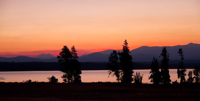 Photo: Tony Hisgett from Birmingham, UK (Dawn Yellowstone Lake Uploaded by tm) [CC BY 2.0 (http://creativecommons.org/licenses/by/2.0)], via Wikimedia Commons