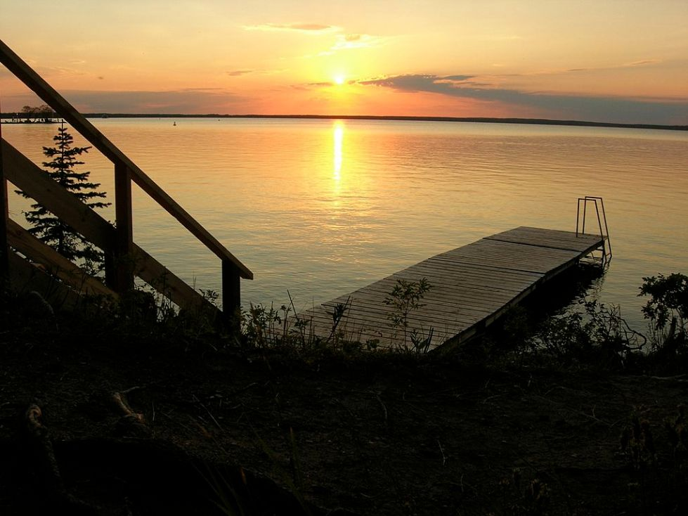 Photo: Dano from Winnipeg, Canada (Clear lake) [CC BY 2.0 (http://creativecommons.org/licenses/by/2.0)], via Wikimedia Commons